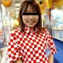 ゲームセンターで働く女の子のサムネイル