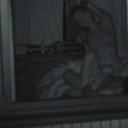 外から丸見え!夫婦の寝室