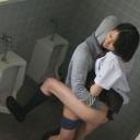 女子校生公衆便所盗撮 2の画像