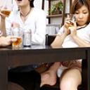 友達の彼女をテーブルの下で悪戯したら…