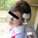 着物の裾からタテすじマンコが丸見えのサンプル画像