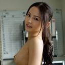 丘咲エミリ:淫乱OLの下半身事情!!【ヘイ動画:av9898】