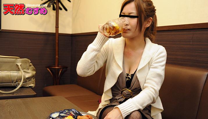 泥酔娘のパイパンワレメ酒に乾杯! サンプル画像