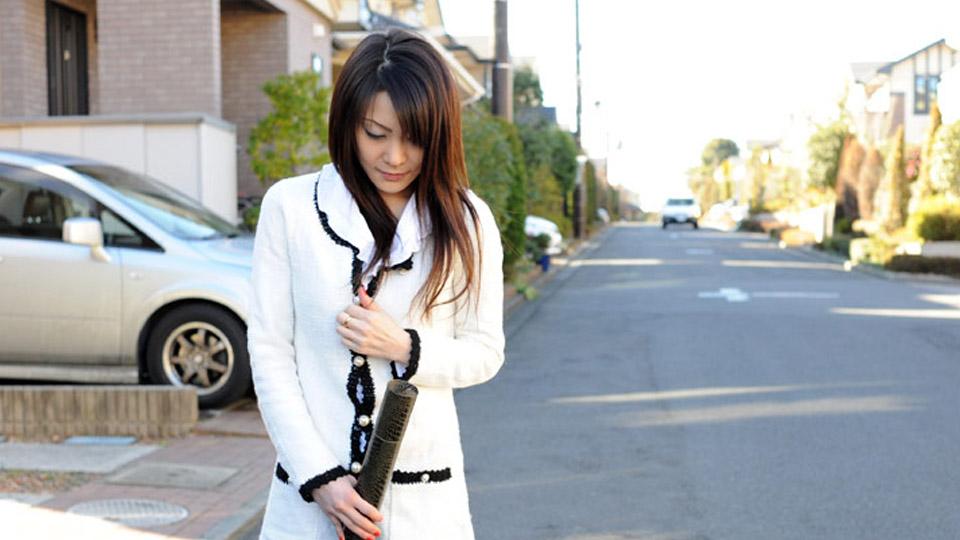 ごっくんする人妻たち 16 〜子供の卒業式帰りに車内露出〜:カリビアンコムプレミアム