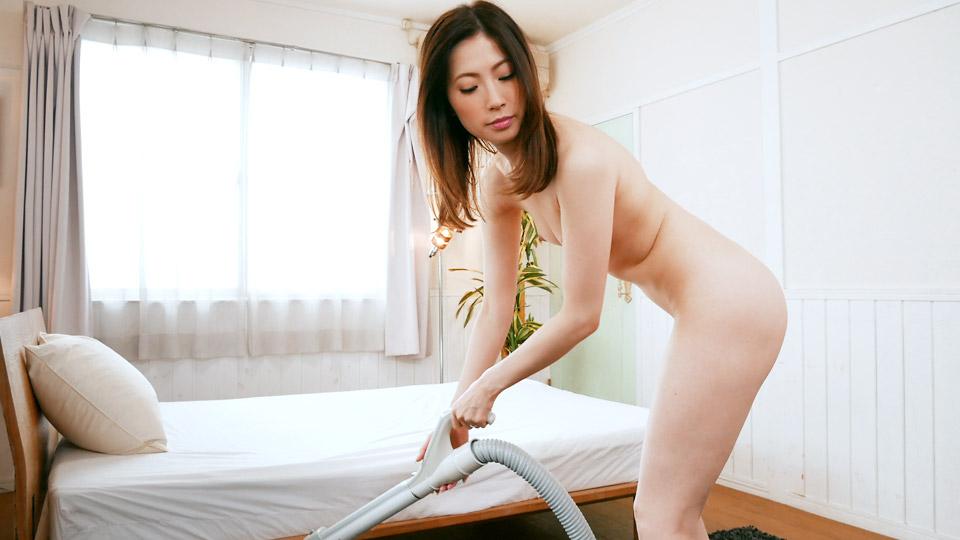 全裸で掃除機をかける女の肉欲情事 〜美熟女画報〜