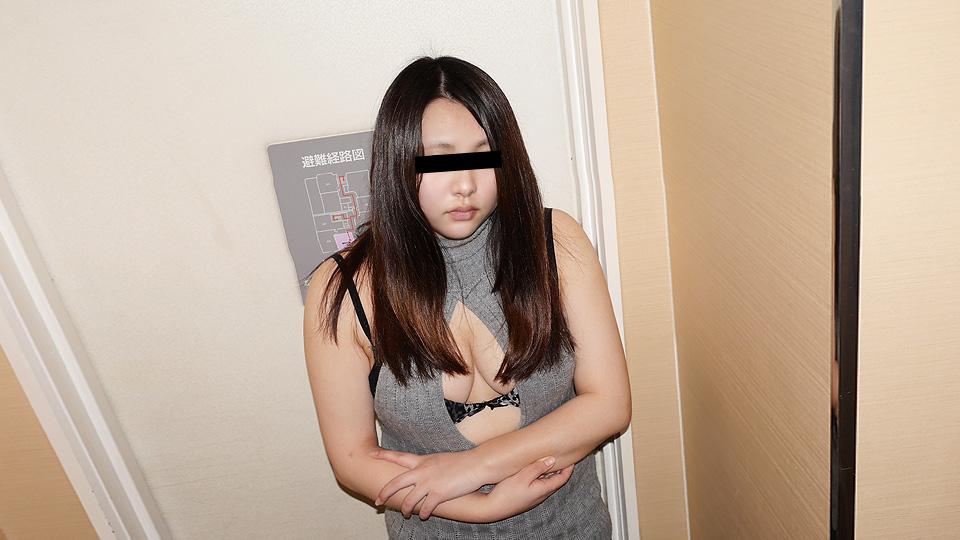 胸元パックリ大胆コーデが色っぽい:ムラムラってくる素人のサイトを作りました